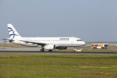 Internationaler Flughafen Frankfurts - Airbus A320 von ägäischem entfernt sich Lizenzfreies Stockfoto