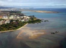 Internationaler Flughafen Honolulus und Korallenriff Rollbahn gesehen von t Stockfotografie