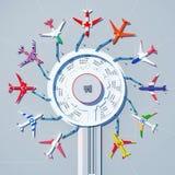 Internationaler Flughafen mit Flugzeugen im Farbton von Flaggen von verschiedenen Ländern Stockbild