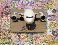 Internationaler Flugzeugverkehr Stockbild