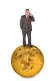 Internationaler Geschäftsmann auf Handy Stockbild