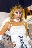 Internationaler junger weiblicher Engel Parfümerie Intercharm XXI und der Kosmetik-Ausstellung mit dem brennenden Haar, mit einem Lizenzfreies Stockbild