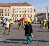 Internationaler Tag des Toleranz-Regenbogens Flashmob Stockbilder