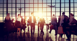 Internationales Flughafenabfertigungsgebäude-Reiseveranstalter-Reise-Konzept stockfotografie