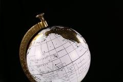 Internationales Symbol der Reisekugel für Reise ist die Kugel lizenzfreie stockfotografie