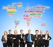 Internationales Unternehmensteam und Weltkarte lizenzfreie stockfotos