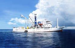 INTERNATIONALES WASSER- 9. NOVEMBER 2012: Ausbildende Fischereien Millivolts Seafdec und Forschungsschiffsegel entlang internatio Stockbilder