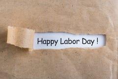 Internationell arbets- dag på Maj 1st dagtext på anmärkningar i sönderrivet kuvert Vårtid, arbetedag - 1 av kan, månaden Royaltyfri Foto