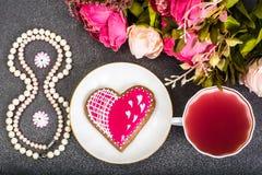 Internationell dag för kvinna` s på 8 den PÄRLEMORFÄRG gåvan för mars Royaltyfria Bilder