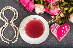 Internationell dag för kvinna` s på 8 den PÄRLEMORFÄRG gåvan för mars Royaltyfri Bild