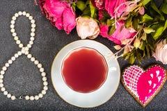 Internationell dag för kvinna` s på 8 den PÄRLEMORFÄRG gåvan för mars Royaltyfri Fotografi