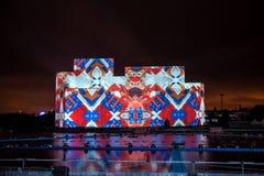 Internationell festivalcirkel för Moskva av ljus 3d som kartlägger show på Moskvaroddhandfatet Royaltyfria Bilder