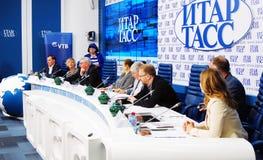 Internationell filmfestivalpresskonferens för Moskva Fotografering för Bildbyråer