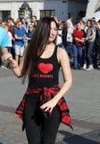 Internationell Flashmob dag av Rueda de Kasino, 57 länder, 160 städer Flera hundra personer dansar latinamerikanska rytmer på Mai Royaltyfri Foto