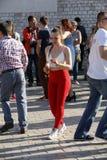 Internationell Flashmob dag av Rueda de Kasino, 57 länder, 160 städer Flera hundra personer dansar latinamerikanska rytmer på Mai Arkivbild
