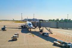 Internationell flygplats av Prague Arkivfoton