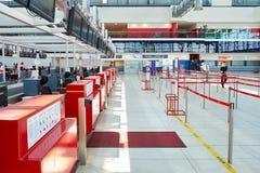 Internationell flygplats av Prague Arkivbilder