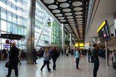 Internationell flygplats för ankomster T5 Heathrow arkivbild