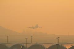 Internationell flygplats för Hk på aftonen Royaltyfri Foto