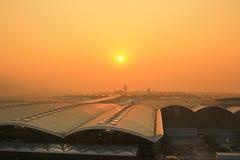 Internationell flygplats för Hk på aftonen Fotografering för Bildbyråer