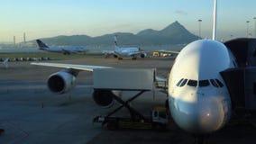 Internationell flygplats för siktsflygplanförehavanden i Chek Lap Kok Island Kina lager videofilmer