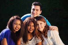 Internationell grupp av vänner Royaltyfri Fotografi