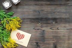 Internationell kvinnadag för begrepp med bästa sikt blommaför träbakgrund Arkivfoto