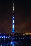 Internationell showcirkel av ljus i Moskva Ostankino står hög Fotografering för Bildbyråer