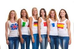Internationell tonår och flaggor. Arkivfoton