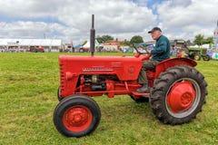 Internationell traktor B250 för tappning Arkivfoton