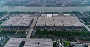 Internationell utställningkantonmässa flyg- sikt Ganska sikt för för Kina import och export uppifrån, det allmänna planet arkivfilmer