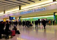 Internationella ankomster på Heathrow arkivbild
