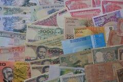Internationella gamla och nya sedlar för valuta, arkivbild