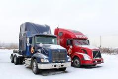 Internationella 9200i och Volvo VNL64T Royaltyfria Bilder
