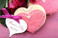 Internationella kvinnors dag, mars 8, hjärtaformkakor Royaltyfri Bild