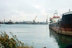 Internationellt behållarelastfartyg caspian hav arkivfoto
