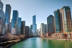 Internationellt hotell för trumf och torn i Chicago, IL i morgon Fotografering för Bildbyråer