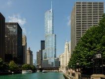 Internationellt hotell & torn Chicago för trumf fotografering för bildbyråer