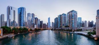 Internationellt torn för trumf och andra byggnader i Chicago Arkivfoto