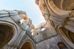 Interne Ansicht der Ruinen mittelalterlicher Abtei Sans Galgano nahe Si Lizenzfreie Stockfotografie