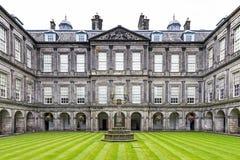 Internes Viereck von Holyrood-Palast in Edinburgh, Vereinigtes Königreich Stockfoto