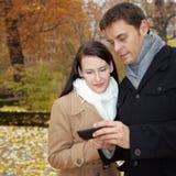 internetów wiszącej ozdoby smartphone Zdjęcia Royalty Free