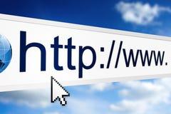 Internet adress i rengöringsdukwebbläsare Arkivfoto
