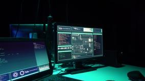 Internet-Betrug, darknet, Daten thiefs, cybergrime Konzept Hackerangriff auf Regierungsserver Schwerverbrecherkodierung stock video