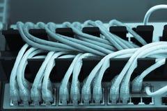 Internet conectado eje de la red grande con los cables LAN Imágenes de archivo libres de regalías