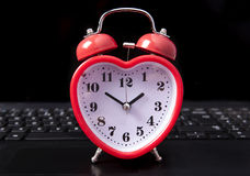 Internet dating. Heart clock on a laptop Royalty Free Stock Photos