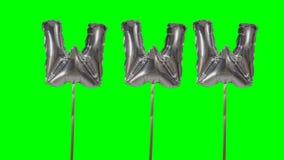 Internet de la web de WWW de la palabra de las letras de plata del globo del helio que flotan en la pantalla verde - metrajes