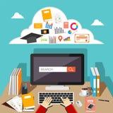 Internet de lecture rapide d'étudiant utilisant l'ordinateur Penser profondément au travail Photos libres de droits