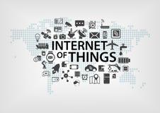 Internet del concetto di cose (IOT) con la mappa di mondo e dei dispositivi collegati a titolo dimostrativo Immagini Stock Libere da Diritti