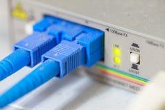 Internet del servidor conectado con el foco del canal de cables LAN 9 imágenes de archivo libres de regalías
